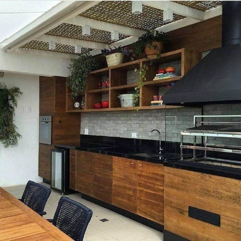 Bancadas Com Granito Preto Absoluto Em Cozinha Rústica2