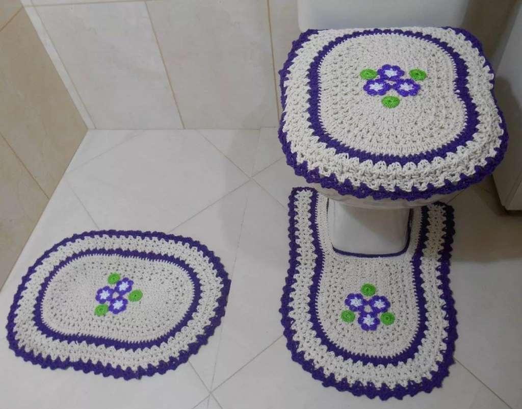 crochê no banheiro com flores2