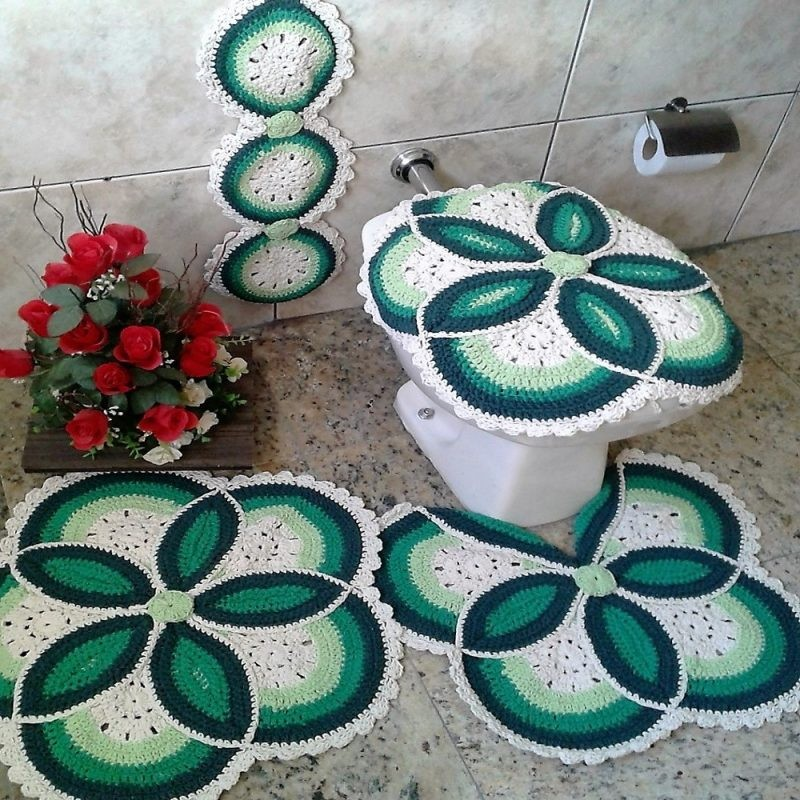 crochê no banheiro com flores3