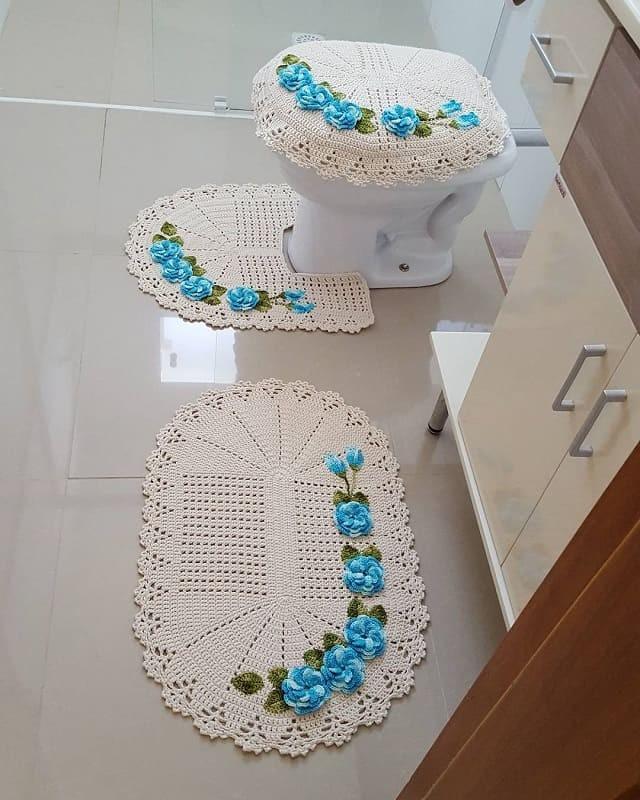crochê no banheiro com flores4