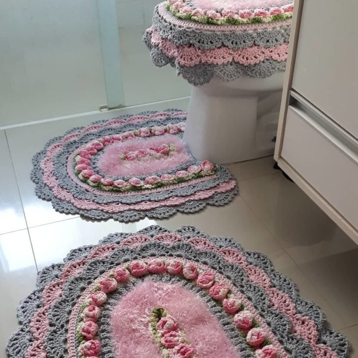 crochê no banheiro com flores8