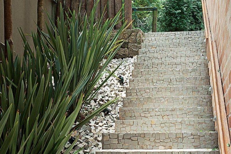 Escadarias Em Jardins Com Pedras (5)