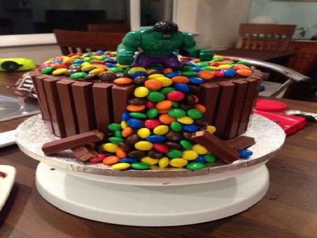 Bolo Do Hulk Feito Com Kitkat