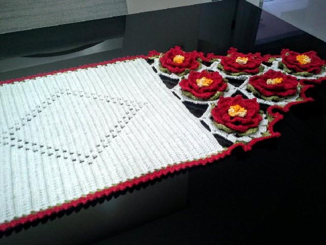 Caminho De Mesa Com Flores Vermelhas 3