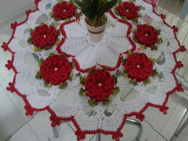 Caminho De Mesa Com Flores Vermelhas