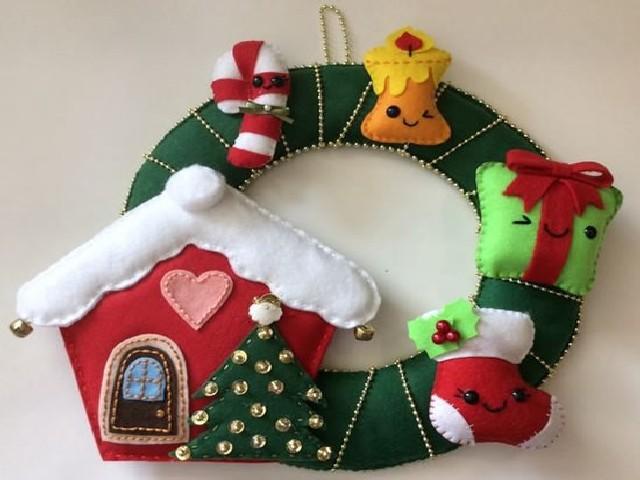 Guirlanda De Natal Em Feltro Na Porta 5