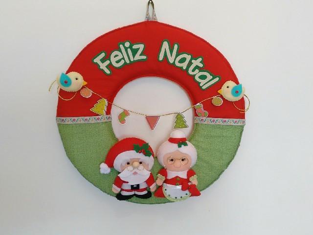 Guirlanda De Natal Em Feltro Na Porta