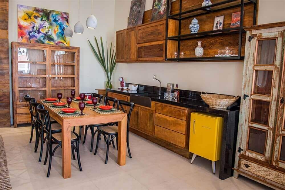 Objetos Em Cozinha De Madeira7
