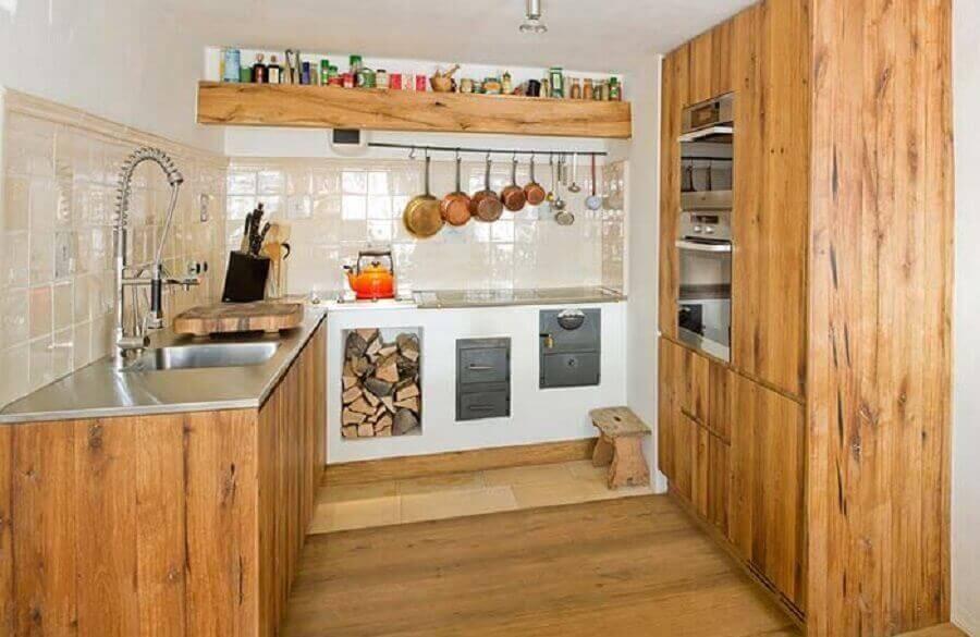 Objetos Em Cozinha De Madeira8