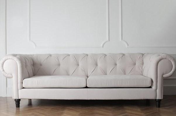 tenha uma rotina para limpeza de sofa