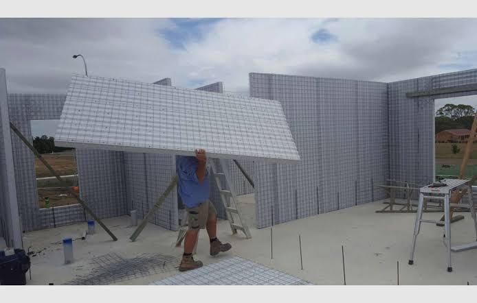 montando casa de bloco de isopor