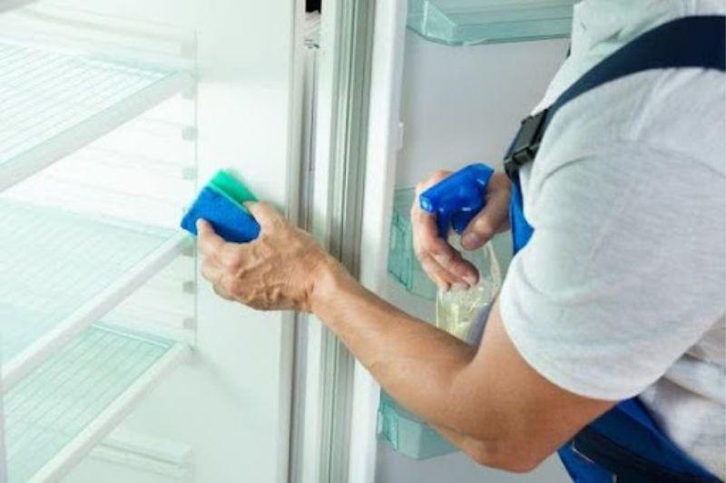 quando você precisa limpar a geladeira e o freezer